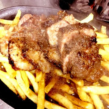 鉄板ステーキ ビーフ、ラム w/ポテト<br>Beef, Lamb Steak On Steel Plate with potato fries